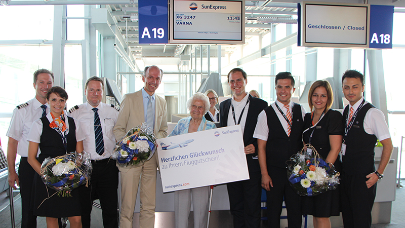 SunExpress greets its 111,111th passenger in Nuremberg